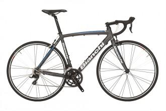 bianchi racer modell via nirone sora är en bra första gångs racer för långa cyklingar